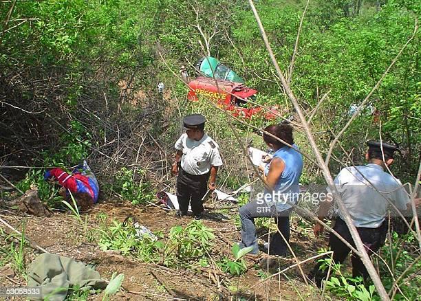 Agentes de la Policia Nacional Civil observan el cadaver de Roberto Aragon defensa de la seleccion de futbol de Guatemala que murio el 12 de junio de...