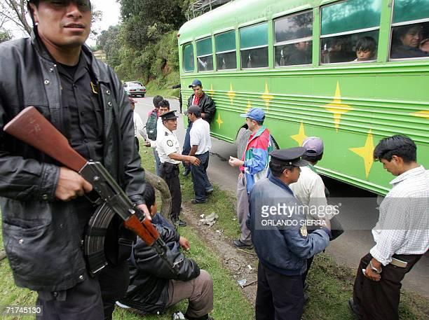 Agentes de la Policia Nacional Civil participan en registros en el canton San Sebastian departamento de San Marcos 300 kms al oeste de Ciudad de...