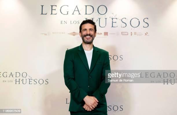 Agentinian actor Leonardo Sbaraglia attends Legado En los Huesos Madrid Photocall on November 25 2019 in Madrid Spain