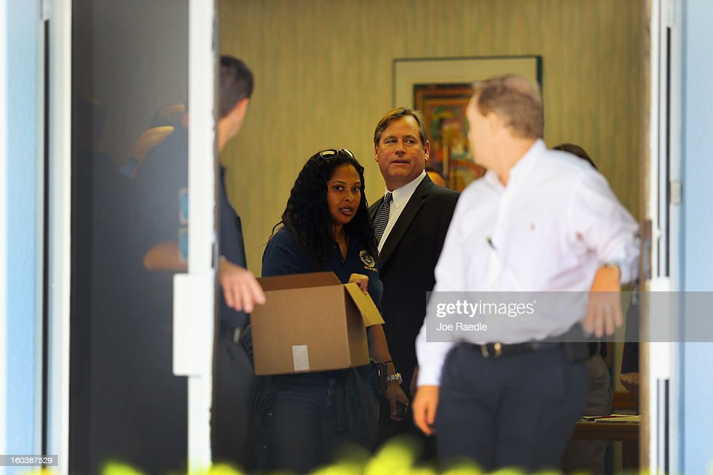 FBI agents and other law enforcement officials investigate at the medical-office complex of Dr. Salomon Melgen who has possible ties to U.S. Sen. Bob Menendez (D-NJ) on January 30, 2013 in West Palm Beach, Florida. The agents arrived last night at the medical-office complex and started hauling away potential evidence in several vans.