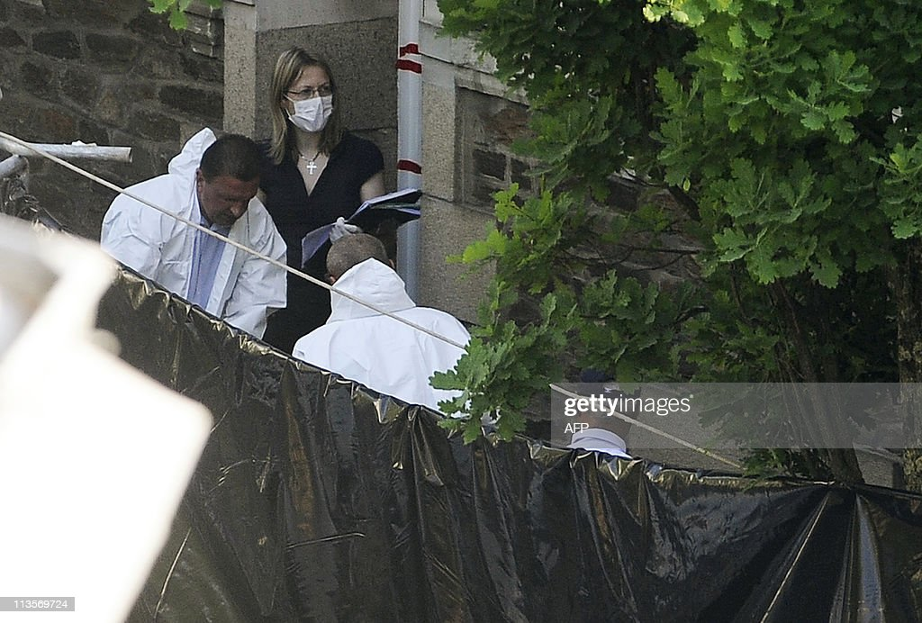 Agents Carry A Body On April 21 2011 In Nantes From The House Of A News Photo Getty Images