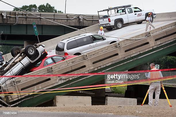 Agents investigates the scene of the I-35W bridge collapse August 6, 2007 in Minneapolis, Minnesota. The job of removing debris and destroyed cars,...