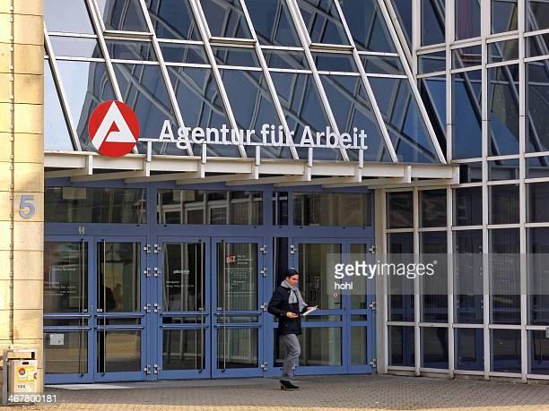 agentur fuer arbeit-emprego center - job centre - fotografias e filmes do acervo