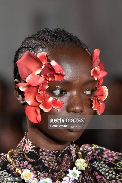 Agi Akur, fashion detail, walks the runway during the Giambattista Valli Womenswear Spring/Summer 2020 show as part of Paris Fashion Week on...