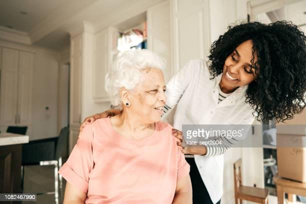 envelhecimento belamente - assistente social - fotografias e filmes do acervo