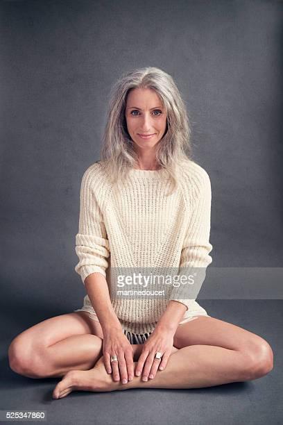 aging gracefully, beautiful mature woman with silver hair. - medelålders kvinnor naken bildbanksfoton och bilder