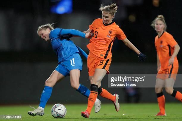Agla Maria Albertsdottir of Iceland Women, Vivianne Miedema of Holland Women during the World Cup Qualifier Women match between Iceland v Holland at...