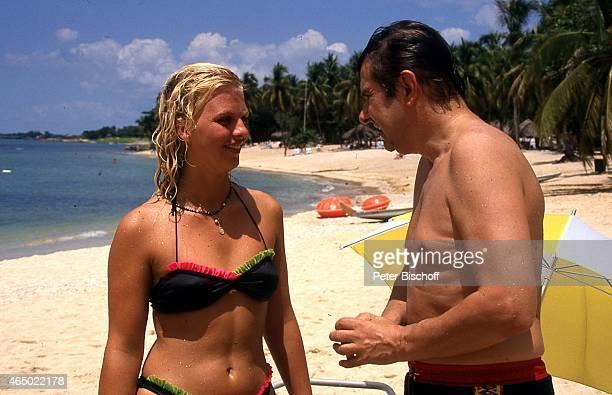 Agnes von Linden Gerd Baltus ZDFSpecial Urlaub mal ganz anders Episode 1 Zur Scheidung herzlichen Glückwunsch am Hotel Casa de Campo La Romana...