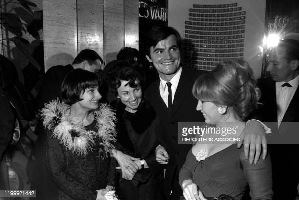 Agnès Varda JeanClaude Drouot et sa femme Claire lors de la première du film 'Le Bonheur' à Paris le 23 février 1965 France