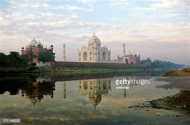 agra dawn - yamuna river stock pictures, royalty-free photos & images