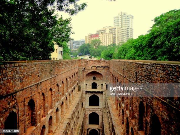 agrasen ki baoli, new delhi - agrasen ki baoli stock pictures, royalty-free photos & images