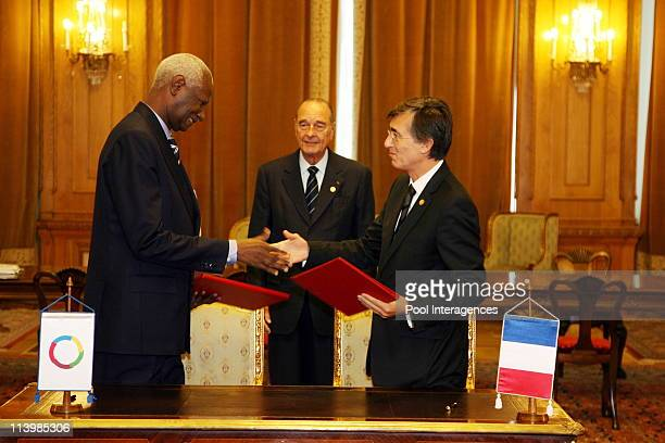 Agreement ceremony about the creation of a French Speaking House In Paris France On September 28 2006Abdou Diouf French President Jacques Chirac...
