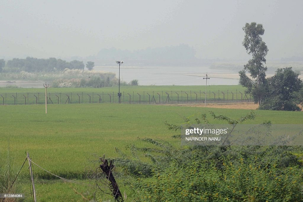 Agriculture fields are seen near the IndianPakistan border at Rear Kakkar about 40km from Amritsar on October 4 2016 / AFP / NARINDER NANU