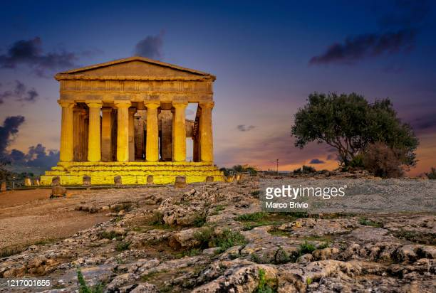 agrigento sicily italy. temple of concordia in the valley of the temples - valle foto e immagini stock