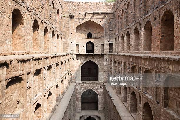 agrsen ki baoli stepwell, delhi india - agrasen ki baoli stock pictures, royalty-free photos & images