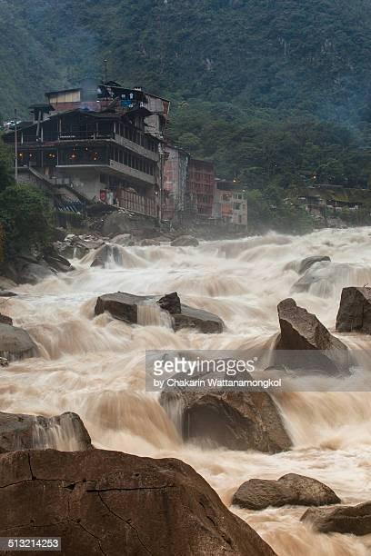 aguas calientes (gate to machu picchu) - río swift fotografías e imágenes de stock