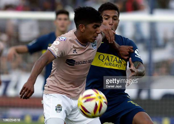 Agustin Almendra of Boca Juniors and Maximiliano Comba of Gimnasia y Esgrima La Plata battle for the ball during a match between Gimnasia y Esgrima...