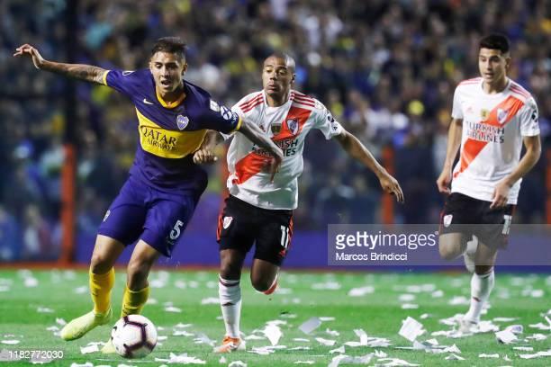 Agustin Almendra of Boca Juniors fights for the ball with Nicolas De La Cruz of River Plate during the Semifinal second leg match between Boca...