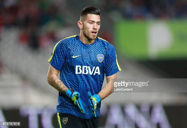 Agustin Rossi of Boca Juniors warms up prior to a match between Estudiantes and Boca Juniors as part of Torneo Primera Division 2016/17 at Ciudad de...