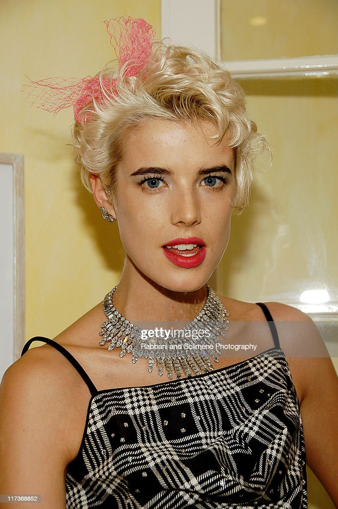 Agyness Deyn attends a cocktail party celebrating the 5th CFDA/Vogue Fashion Fund at a private residence on October 14, 2008 in New York City.