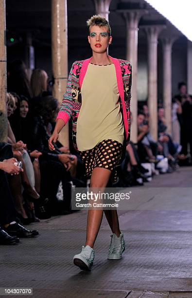 Agyness Deyn walks the runway during the Giles Spring/Summer 2011 fashion show during LFW on September 20, 2010 in London, England.
