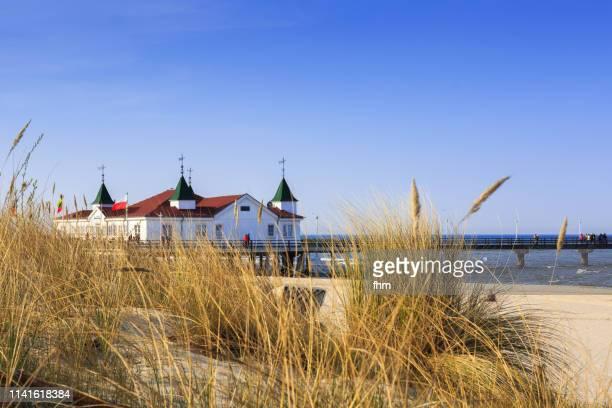 ahlbeck sea bridge (usedom/ germany) - ウセドム ストックフォトと画像