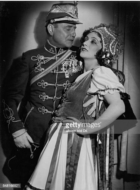 Ahlers Anni * Singer Actress Germany with Franz Seitz at the Operetta 'Viktoria And Her Hussar' by Paul Abraham at MetropolTheater Berlin...