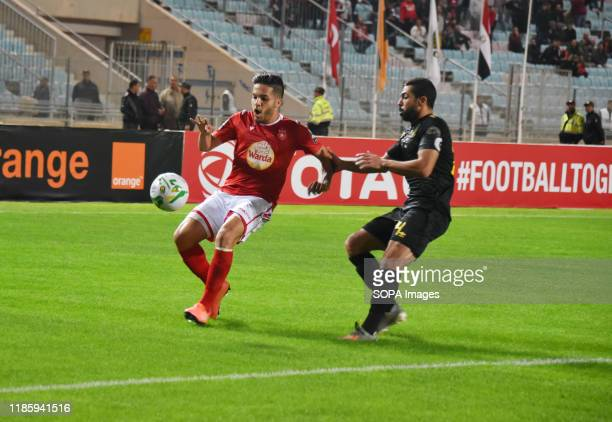 Ahly's Ahmed fathi vies for the ball against A étoile's Wajdi kechrida during the CAF Champions League 2019 - 20 football match between Al-Ahly and...