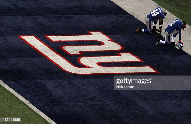 Ahmad Bradshaw and Aaron Ross of the New York Giants kneel in the back of the end zone prior to playing against the Atlanta Falcons during their NFC...