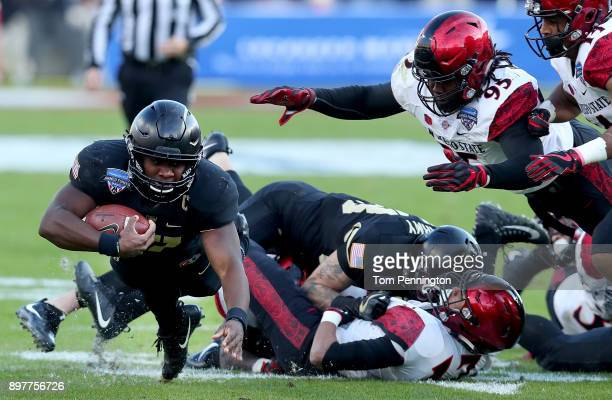 Ahmad Bradshaw of the Army Black Knights carries the ball against Noble Hall of the San Diego State Aztecs in the first half of the Lockheed Martin...