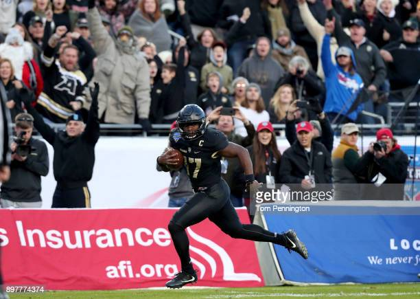 Ahmad Bradshaw of the Army Black Knights scores a touchdown the San Diego State Aztecs in the fourth quarter in the Lockheed Martin Armed Forces Bowl...
