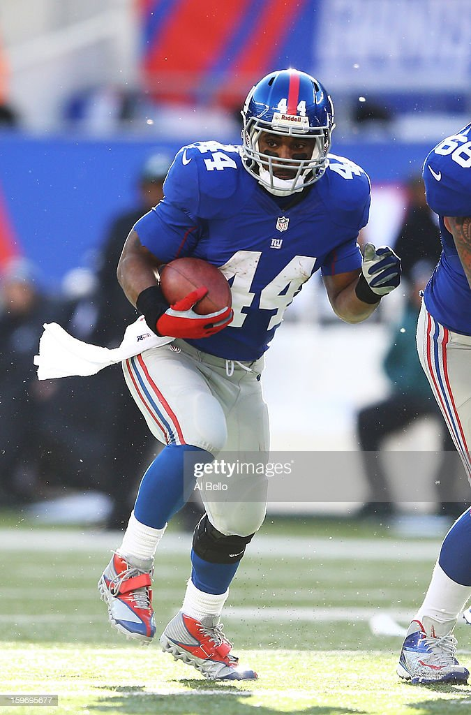 Ahmad Bradshaw #44 of the New York Giants in action during their game against the Philadelphia Eagles at MetLife Stadium on December 30, 2012 in East Rutherford, New Jersey.