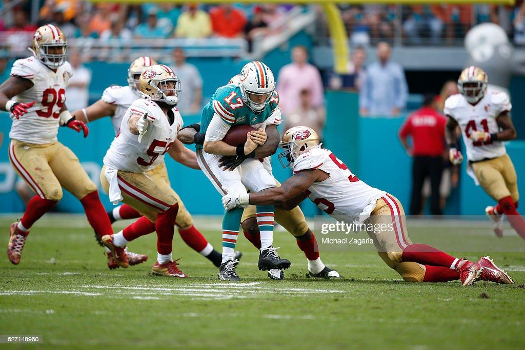 San Francisco 49ers v Miami Dolphins : News Photo