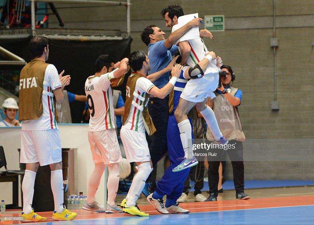 Iran and Russia: Semi Final - 2016 FIFA Futsal World Cup Colombia : News Photo