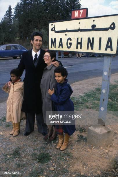 Ahmed ben Bella et son épouse Zohra Sellami lors de sa libération après son assignation à résidence en novembre 1980 à Maghnia en Algérie