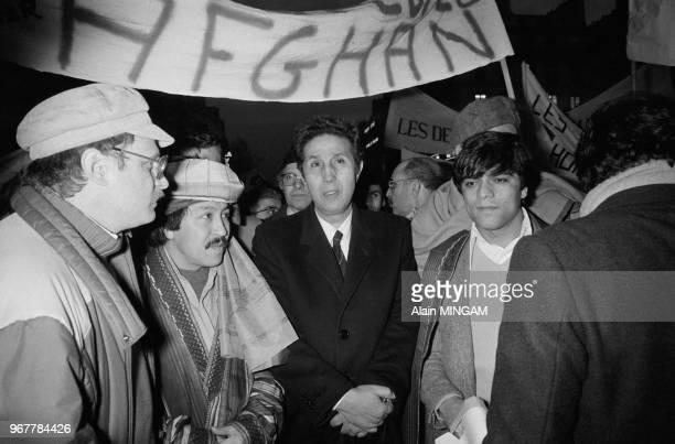 Ahmed Ben Bella lors d'une manifestation en soutien à la résistance afghane Paris le 20 janvier 1982 France