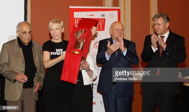 Ahmed Mohamed Kathrada musician Annie Lennox with the Peace award former South African leader Frederik Willem de Klerk and Berlin's mayor Klaus...