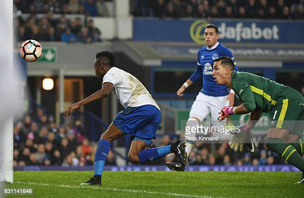 Ahmed Musa of Leicester City scores his sides first goal during the Emirates FA Cup third round match between Everton and Leicester City at Goodison...