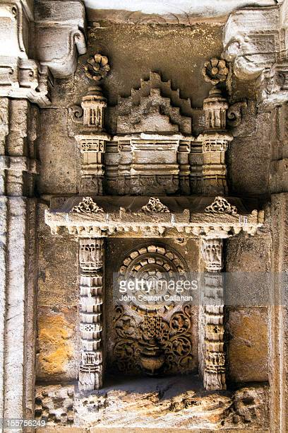 ahmedabad, adalaj stepwell, carved sandstone. - stepwell stock photos and pictures