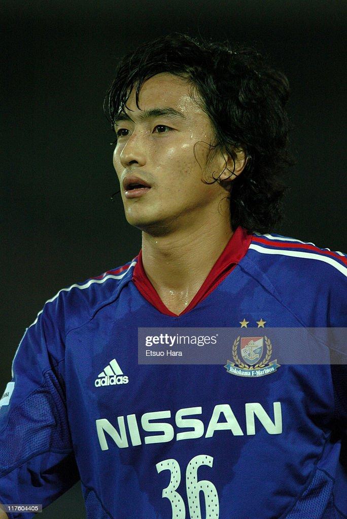 Yokohama F. Marinos v Shimizu S-Pulse - J.League 2004 : ニュース写真