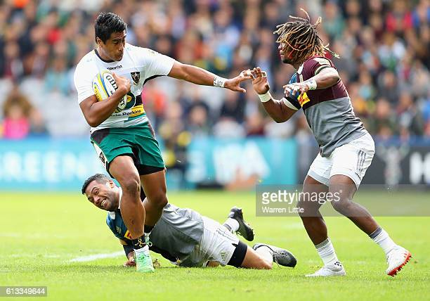 Ahsee Tuala of Northampton Saints evades a tackle by Alofa Alofa of Harlequins during the Aviva Premiership match between Harlequins and Northampton...