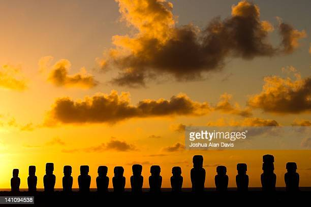 ahu tongariki at sunrise - joshua alan davis stock pictures, royalty-free photos & images