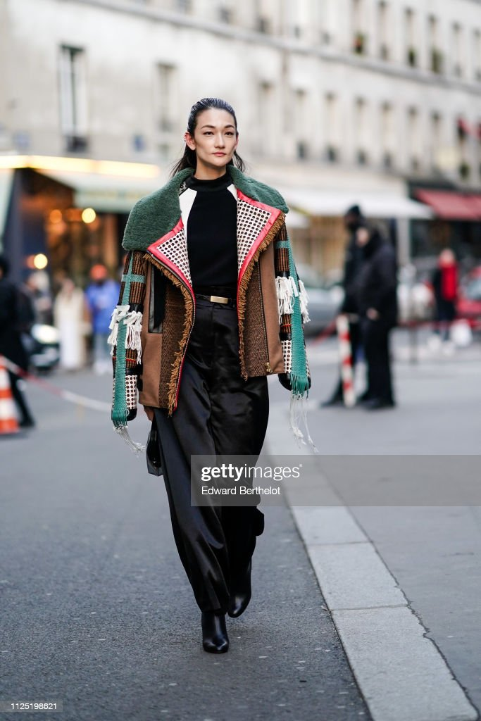 Street Style - Paris Fashion Week - Haute Couture Spring Summer 2020 : Day One : News Photo