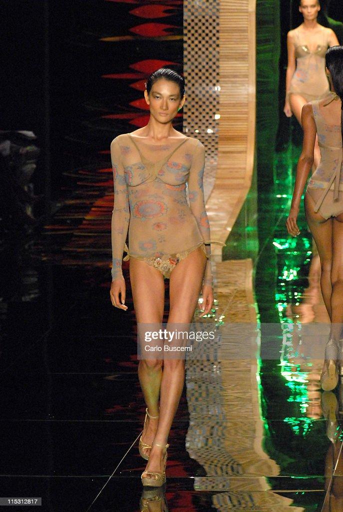 Olympus Fashion Week Spring 2007 - Rosa Cha - Runway