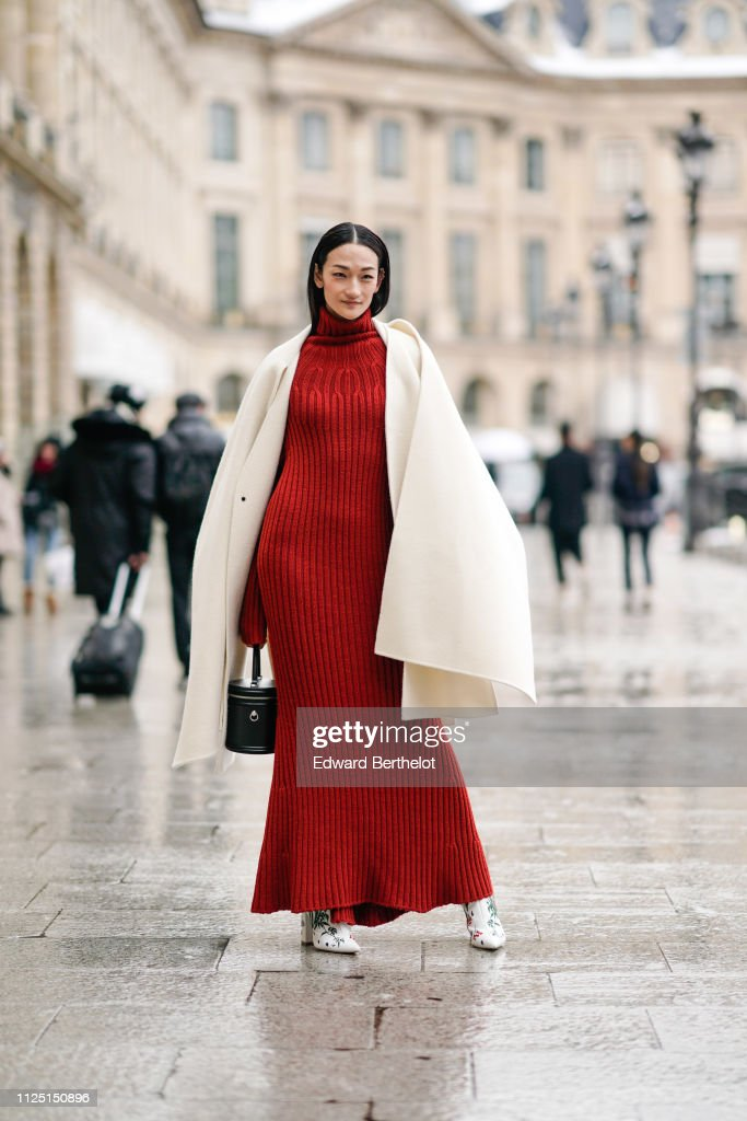 Street Style - Paris Fashion Week - Haute Couture Spring Summer 2020 : Day Two : News Photo