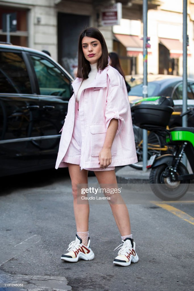 Street Style - Day 2: Milan Fashion Week Autumn/Winter 2019/20 : Fotografía de noticias