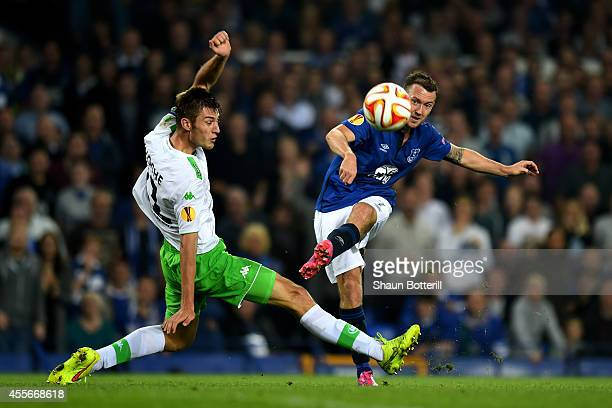 Aidan McGeady of Everton takes a shot on goal past the outstretched Robin Knoche of VfL Wolfsburg during the UEFA Europa League Group H match between...