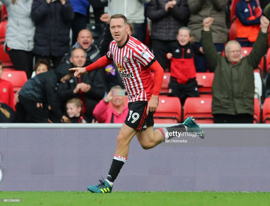 Aiden McGeady celebrates after he scores the first Sunderland goal during the Sky Bet Championship match between Sunderland and Queens Park Rangers at Stadium of Light on October 14, 2017 in Sunderland, England.