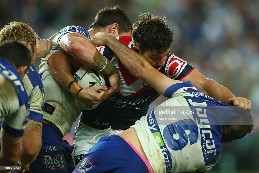 Aidern Guerra of the Roosters fends away Josh Reynolds of the Bulldogs during the First NRL Semi Final match between the Sydney Roosters and the Canterbury Bulldogs at Allianz Stadium on September 18, 2015 in Sydney, Australia.