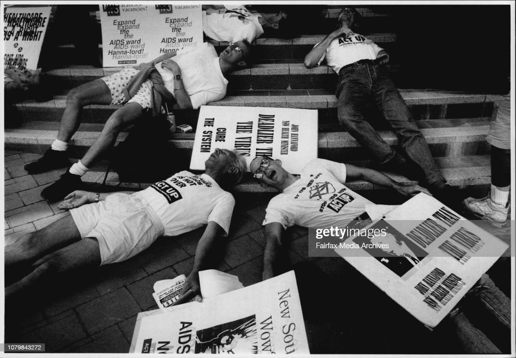 Aids protest outside min health John Hannafords office in Leo Burnett house, Cnr Miller and Blue St. Nth Syd.Actup demonstrators make their point over the lack of beds for aids patients in aids wards, and the refusal of St. Vincents Hospital to place thes : News Photo